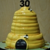 honey-comb-cake-by-kaitlynn-lead-decorator-3