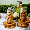 chocolate-chip-cookies-in-jars-800x533
