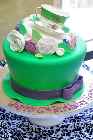 Alice in Wonderland hat cake with tea cup (2)