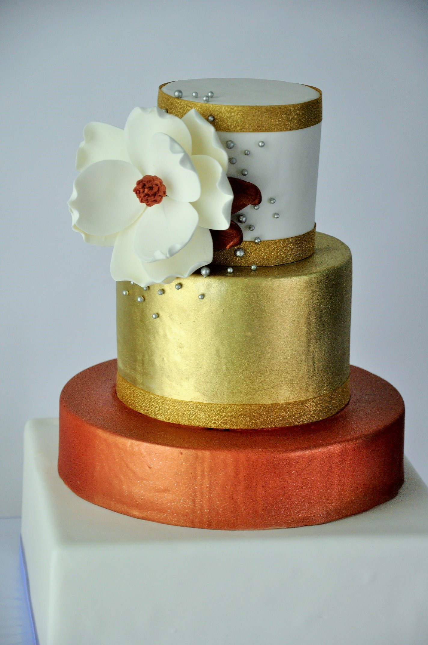 The WOW of Modern Luxury Metallic Cakes - Sweet Cheeks Baking Company