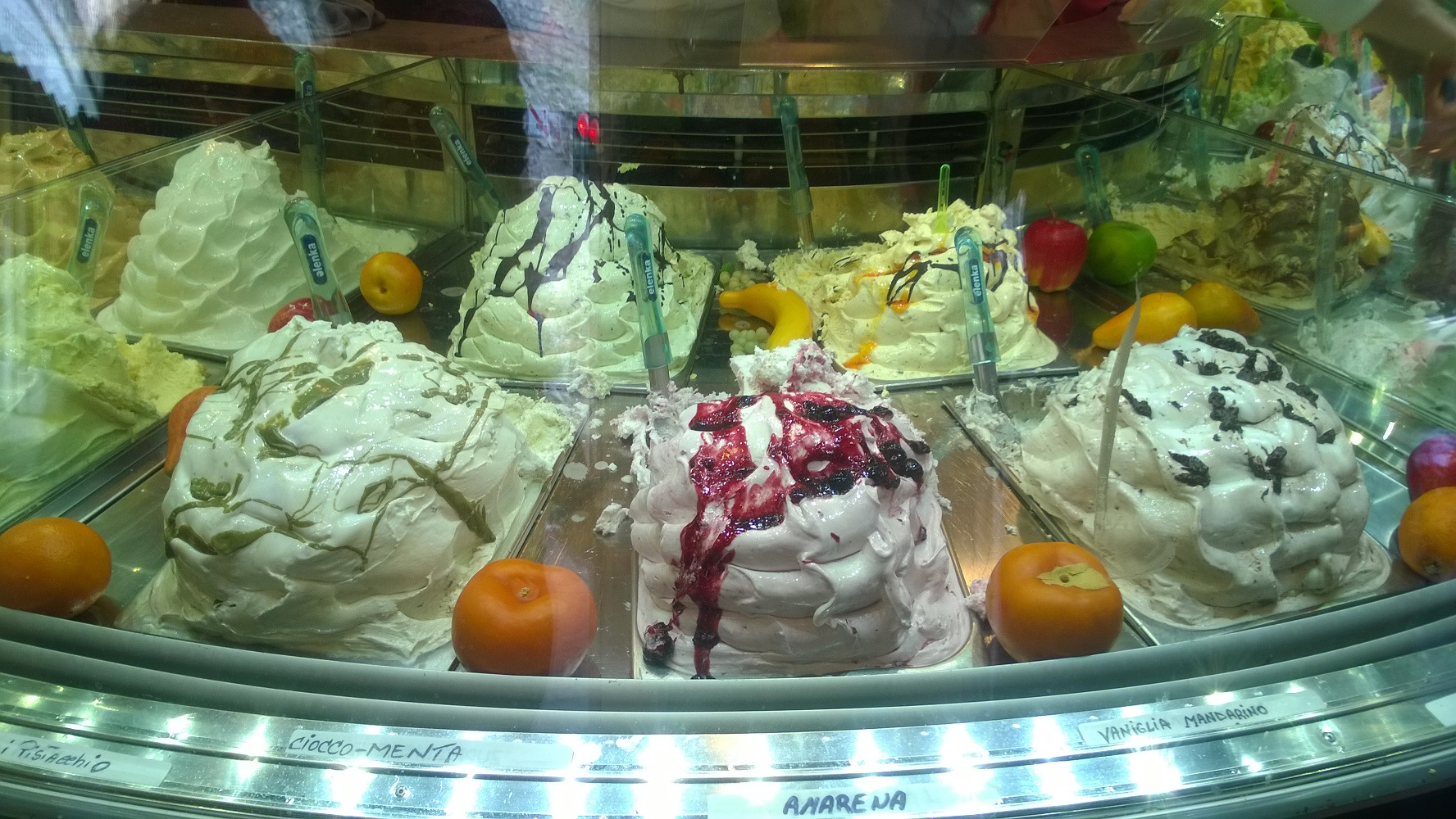 Mirko, since 1988, serves nearly 100 flavors daily in Sirmione!