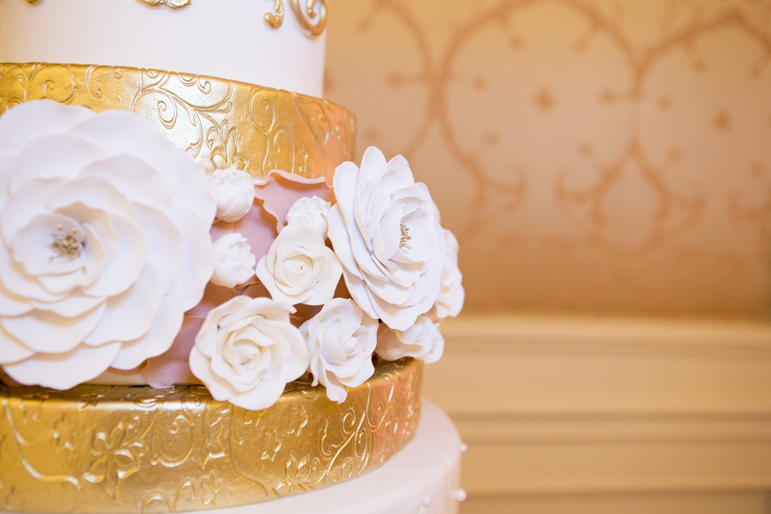 bac-details-pink-gold-cake-for-stephanie-at-westgate-sweet-cheeks-baking-co-dan-rice-photo