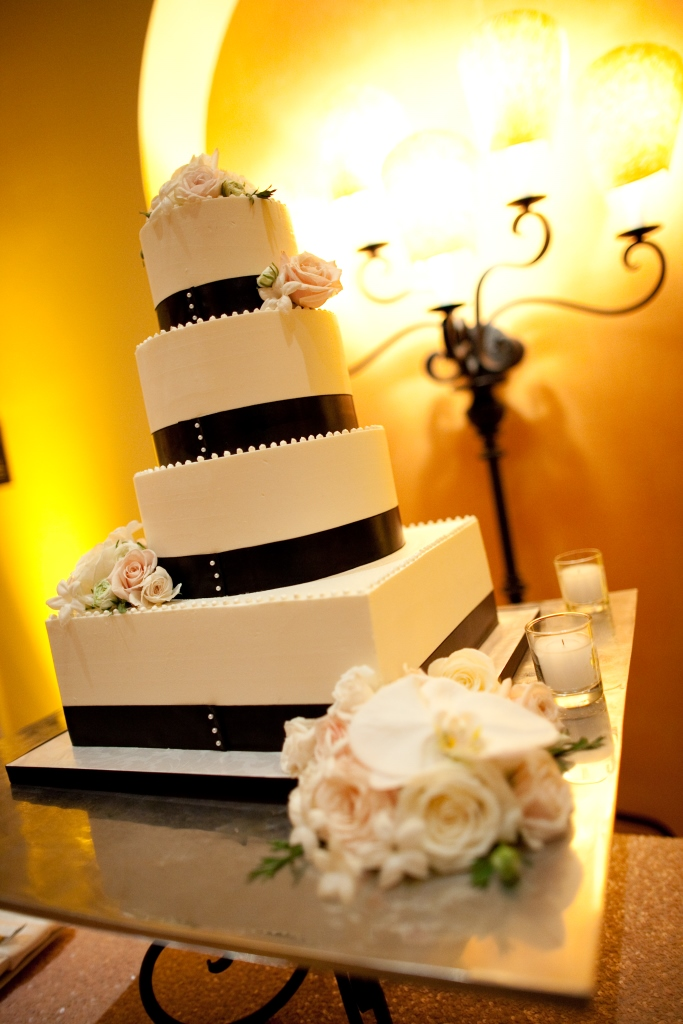 black-ribbon-wedding-cake-sweet-cheeks-laura-christin-photography