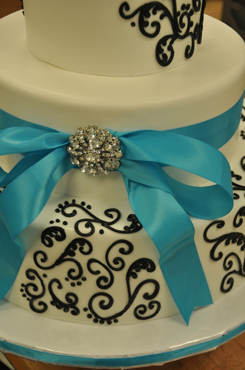 black-white-cake-with-brooch