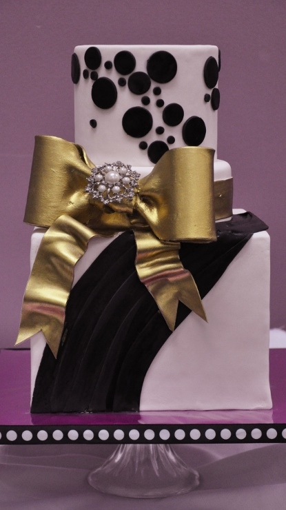 black-white-gold-bow-cake