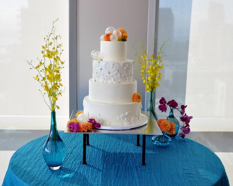 blown-sugar-bubbles-modern-wedding-cake-laura-kosta-800x641