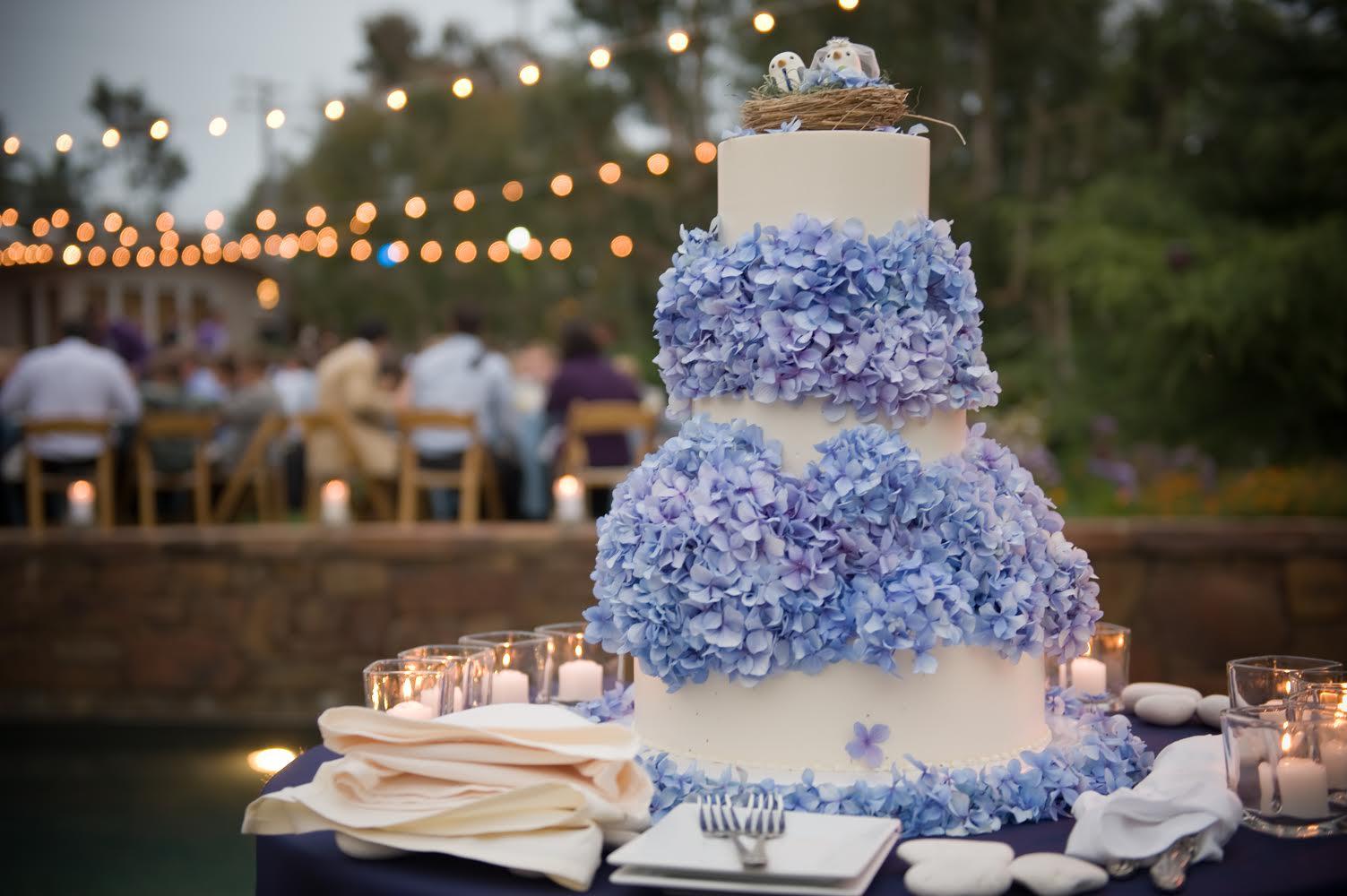 blue-hydrangea-wedding-cake-for-ashley