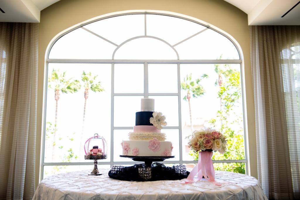 blush-black-white-ruffle-cake-loewsshoot-photo-by-spotlight-photo-studios-1024x683