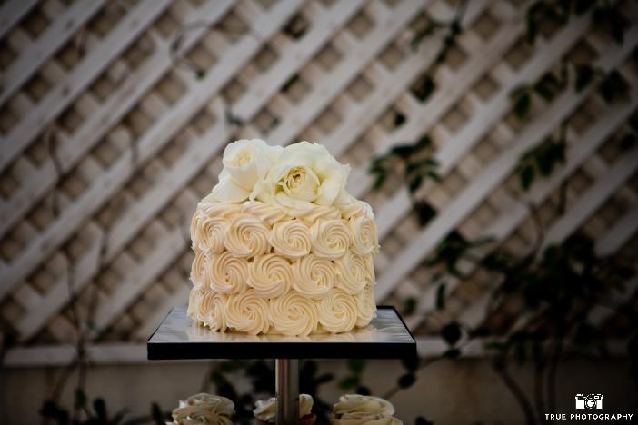 buttercream-rosettes-cake-alli-brendan-porto-vista-little-italy-17
