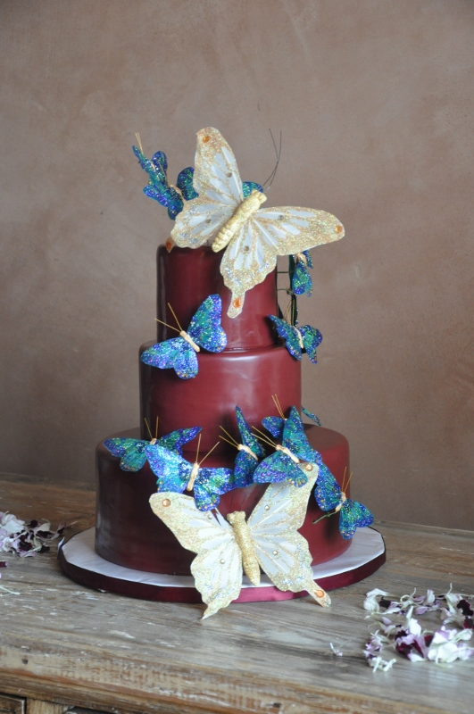 butterflies-on-burgundy-wedding-cake-cbs-designs-sweet-cheeks-baking-531x800