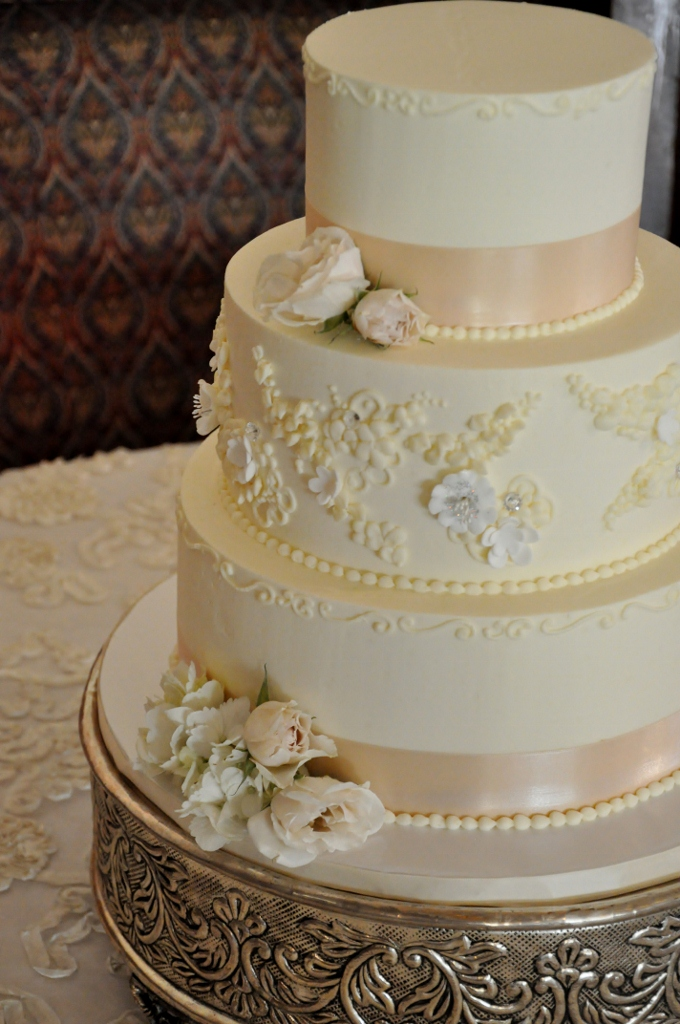 cake-with-dress-lace