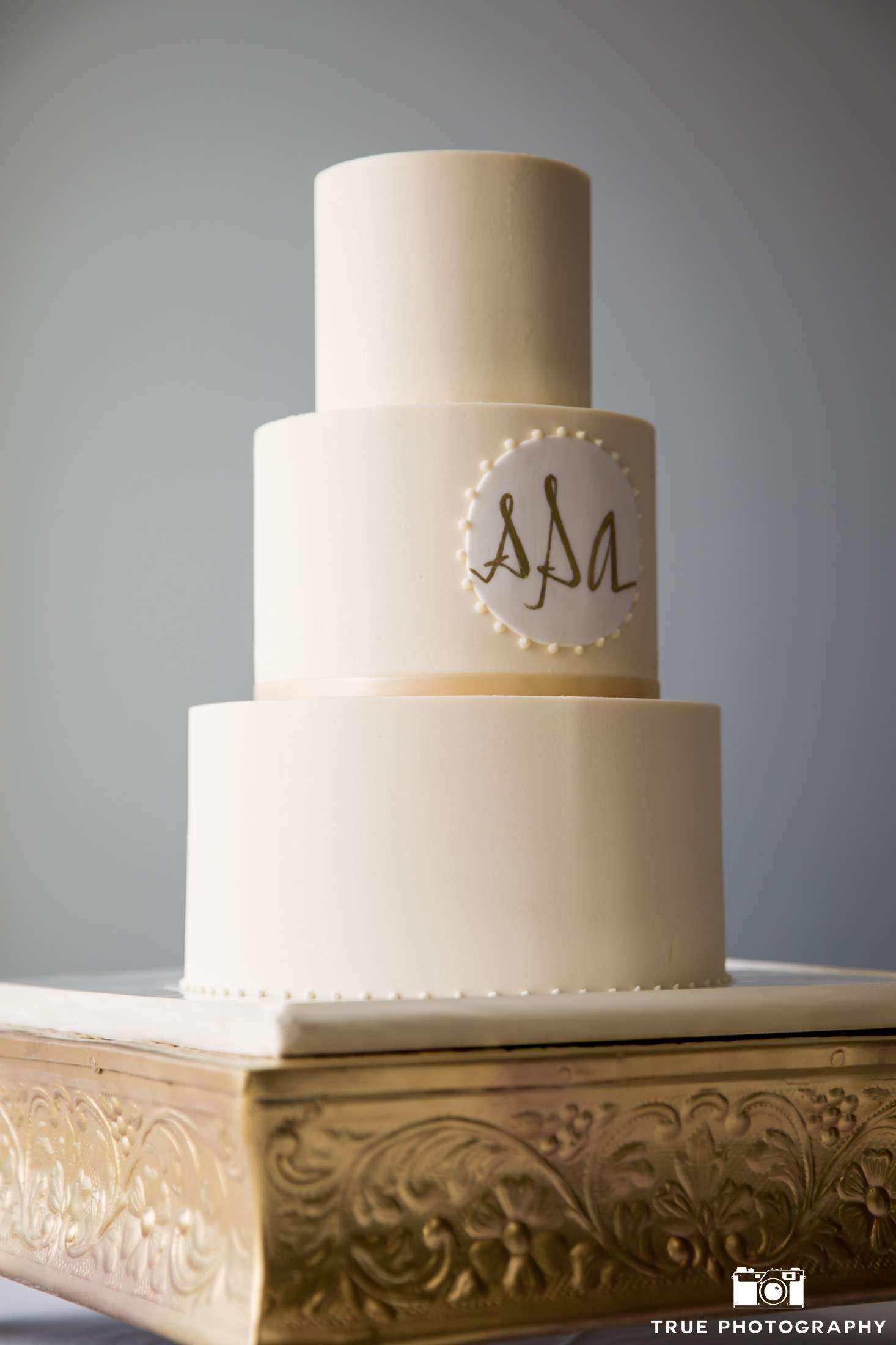 chic-clean-butter-cream-cake-true-photo-amanda_sean