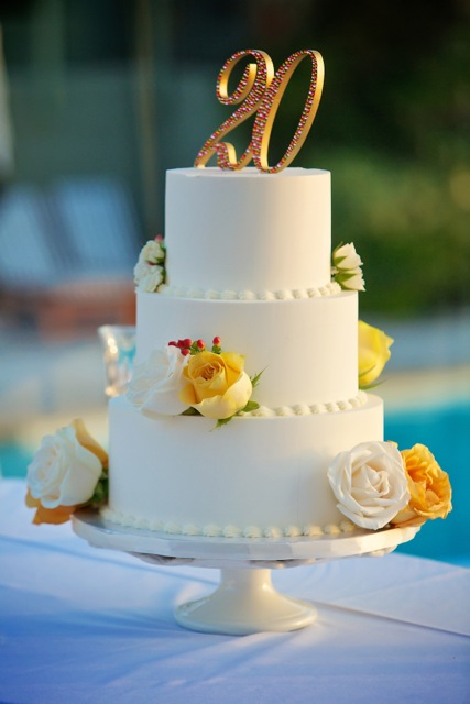 classic-clean-butter-cream-3-tier-cake-20th-anniversary-for-catherine-johnson-by-sweet-cheeks-baking