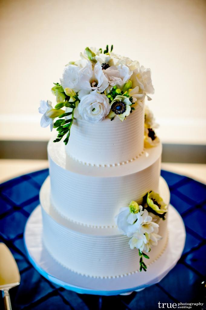 combed-butter-cream-cake-true-681x1024_0