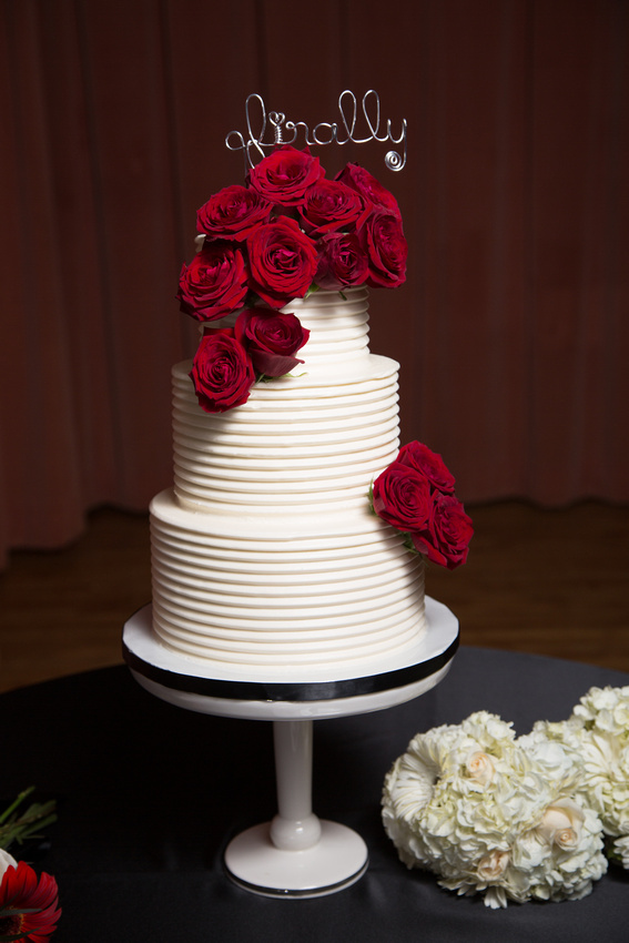 combed-butter-cream-red-rose-top-cascade-sweet-cheeks