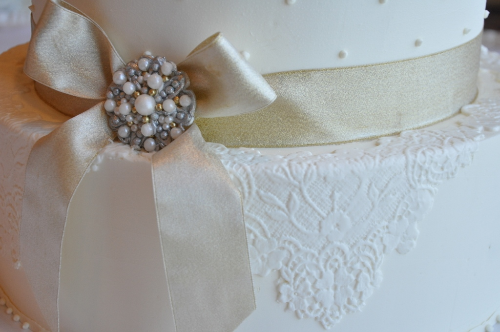 edible-lace-brooch-1024x680