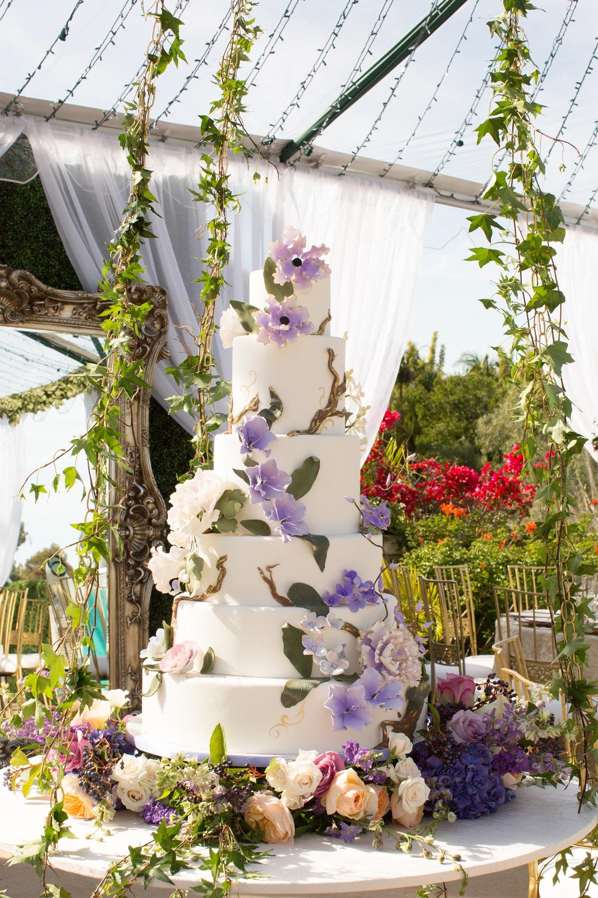 enchanting-hanging-wedding-cake-by-sweet-cheeks