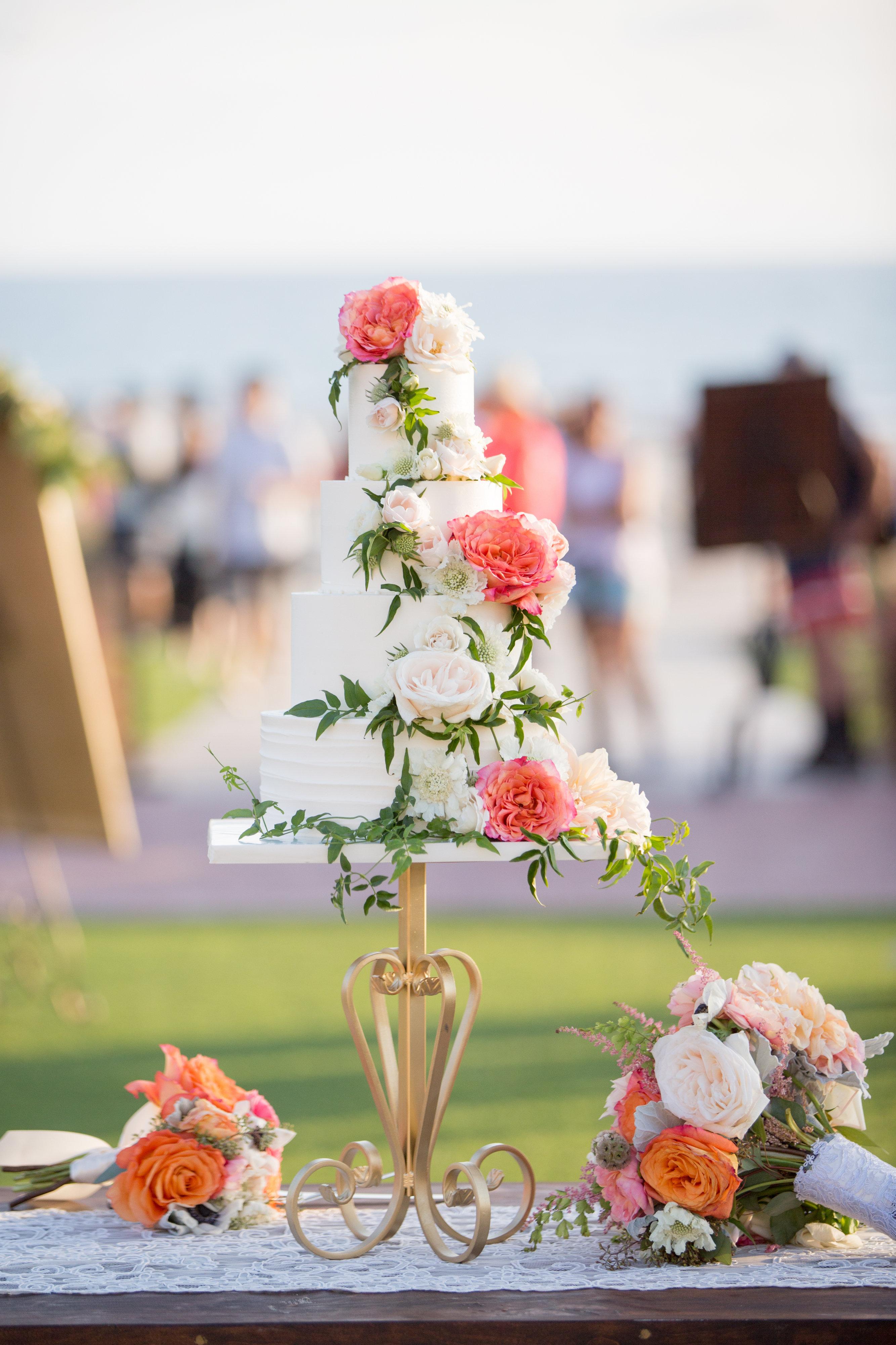 fabulous-floral-cake-by-sweet-cheeks-lauren-at-hotel-del-sara-france-studios