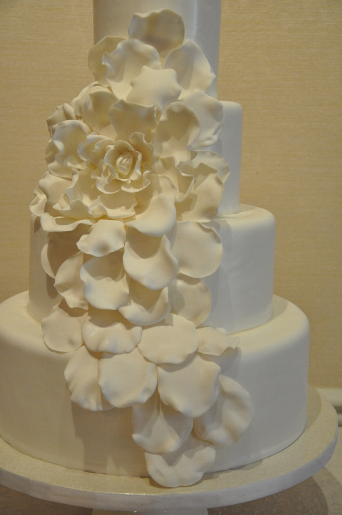 giant-sugar-flower-cake-lauberge-del-mar