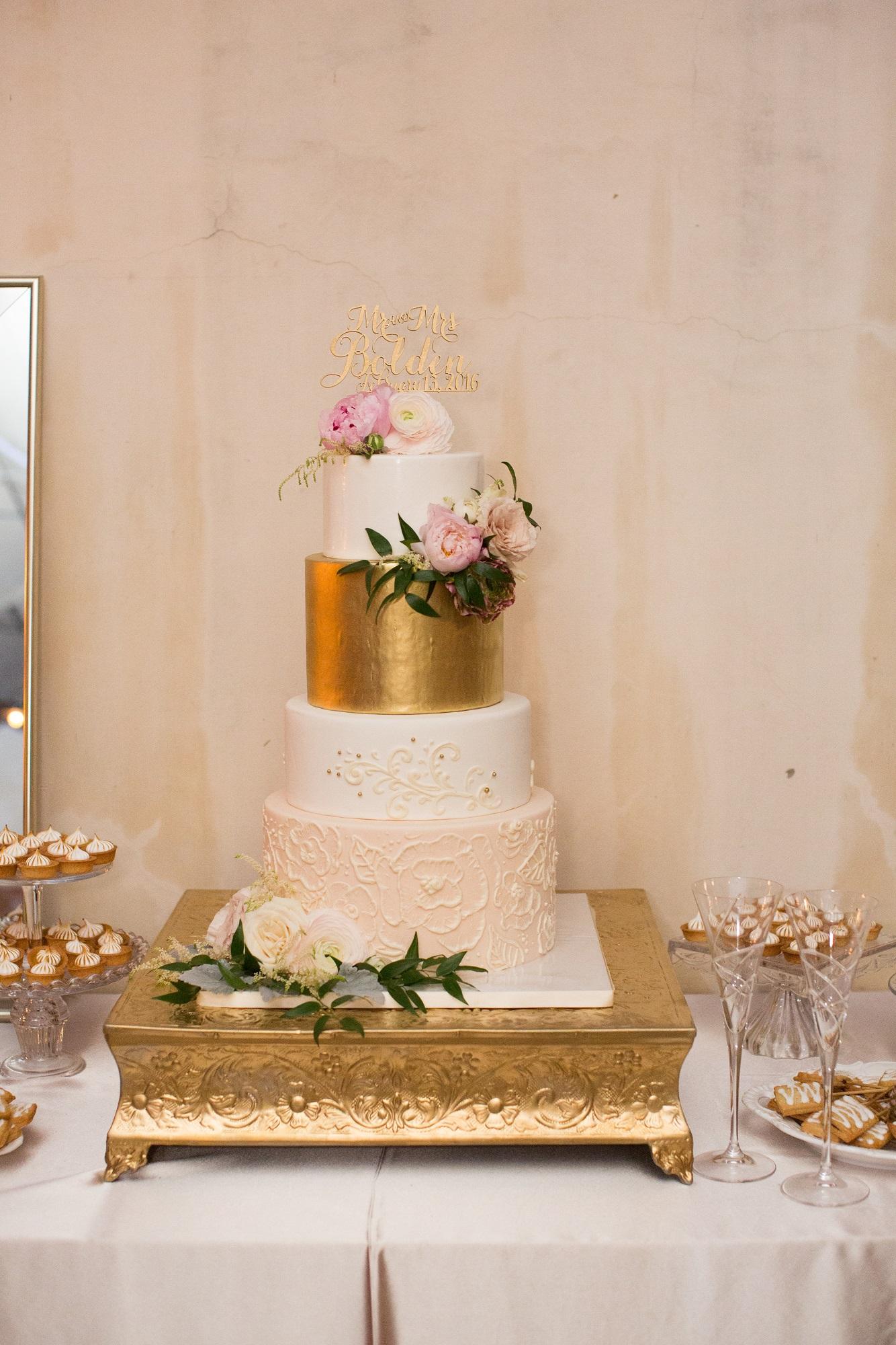 gold-blush-ivory-wedding-cake-sweet-cheeks-baking-co-found-creative-studio-photo
