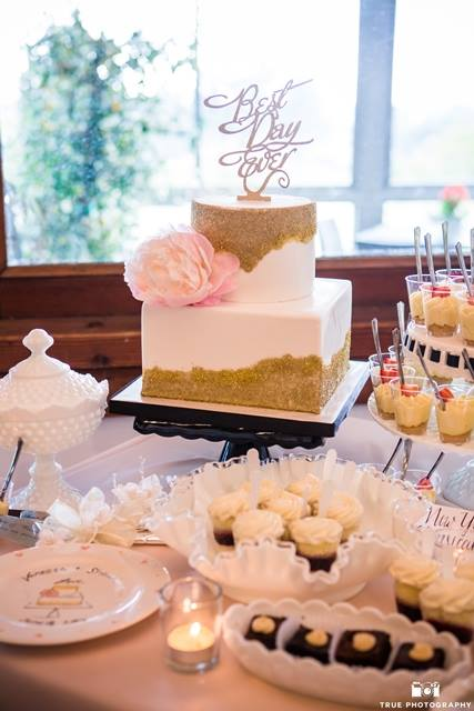 gold-crystal-sugar-square-wedding-cake-by-sweet-cheeks-at-lomas-photo-by-true