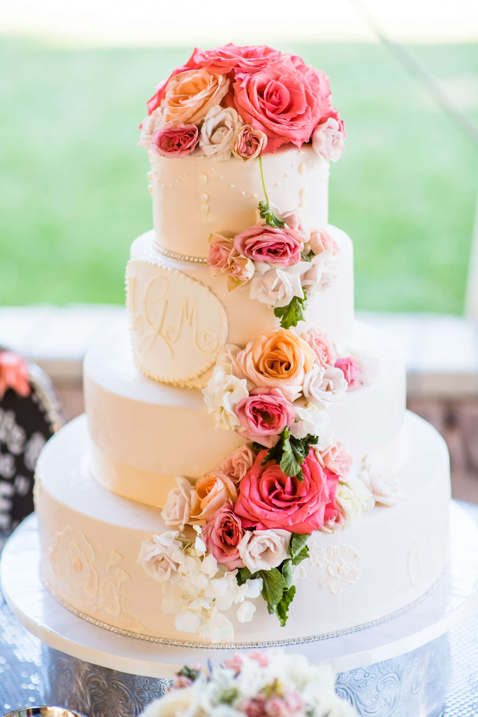 gorgeous-wedding-cake-with-draped-buttercream-pearls-painted-roses-and-flower-cascade-true-photography_0