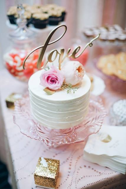 horizontal-texture-buttercream-small-cutting-cake-for-dessert-station-by-sweet-cheeks-analisa-joy-photography-at-lomas