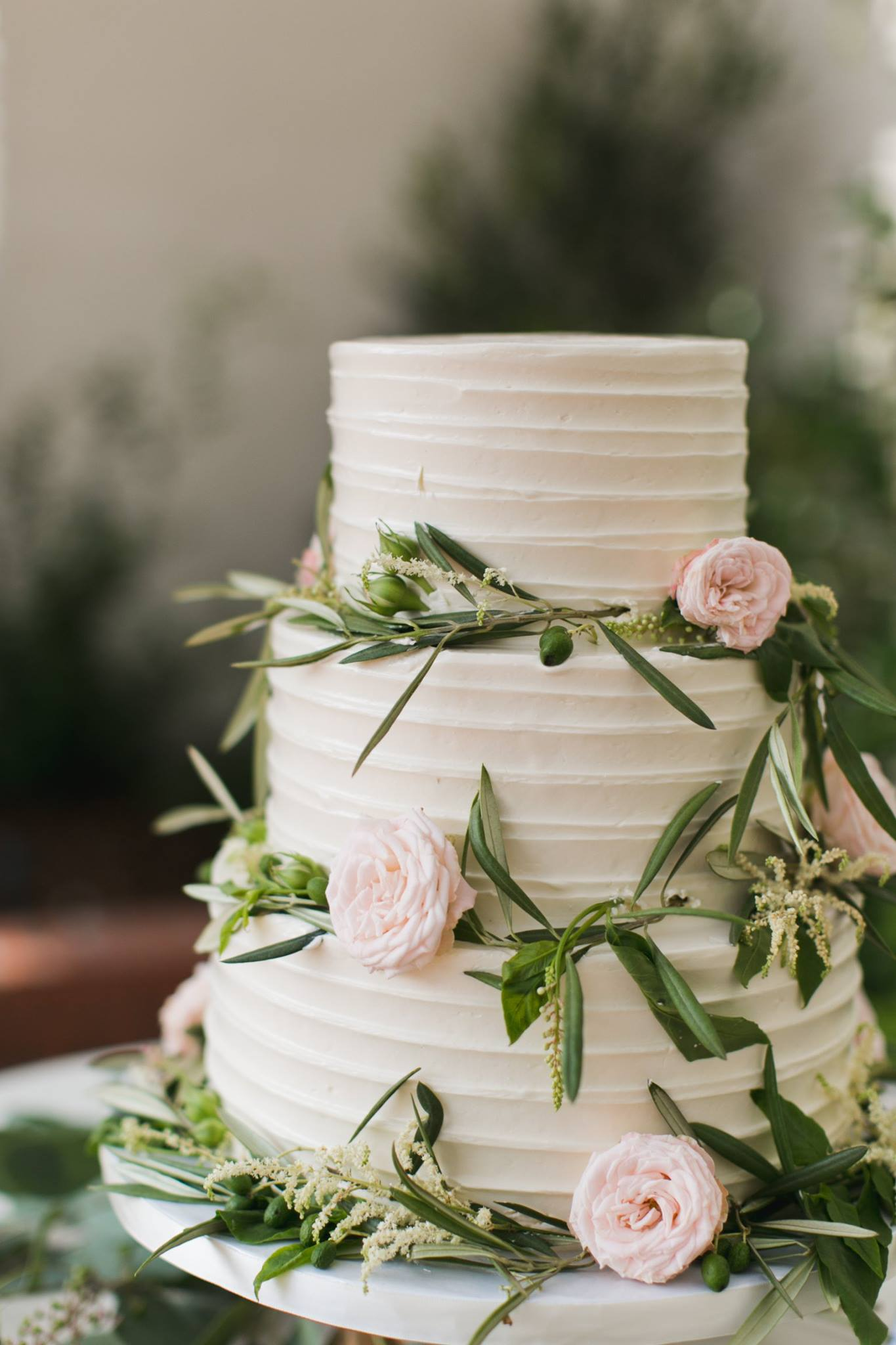 horizontal-texture-wedding-cake-greenery-sweet-cheeks-the-flower-shoppe-first-orange-photo-at-darlington-house