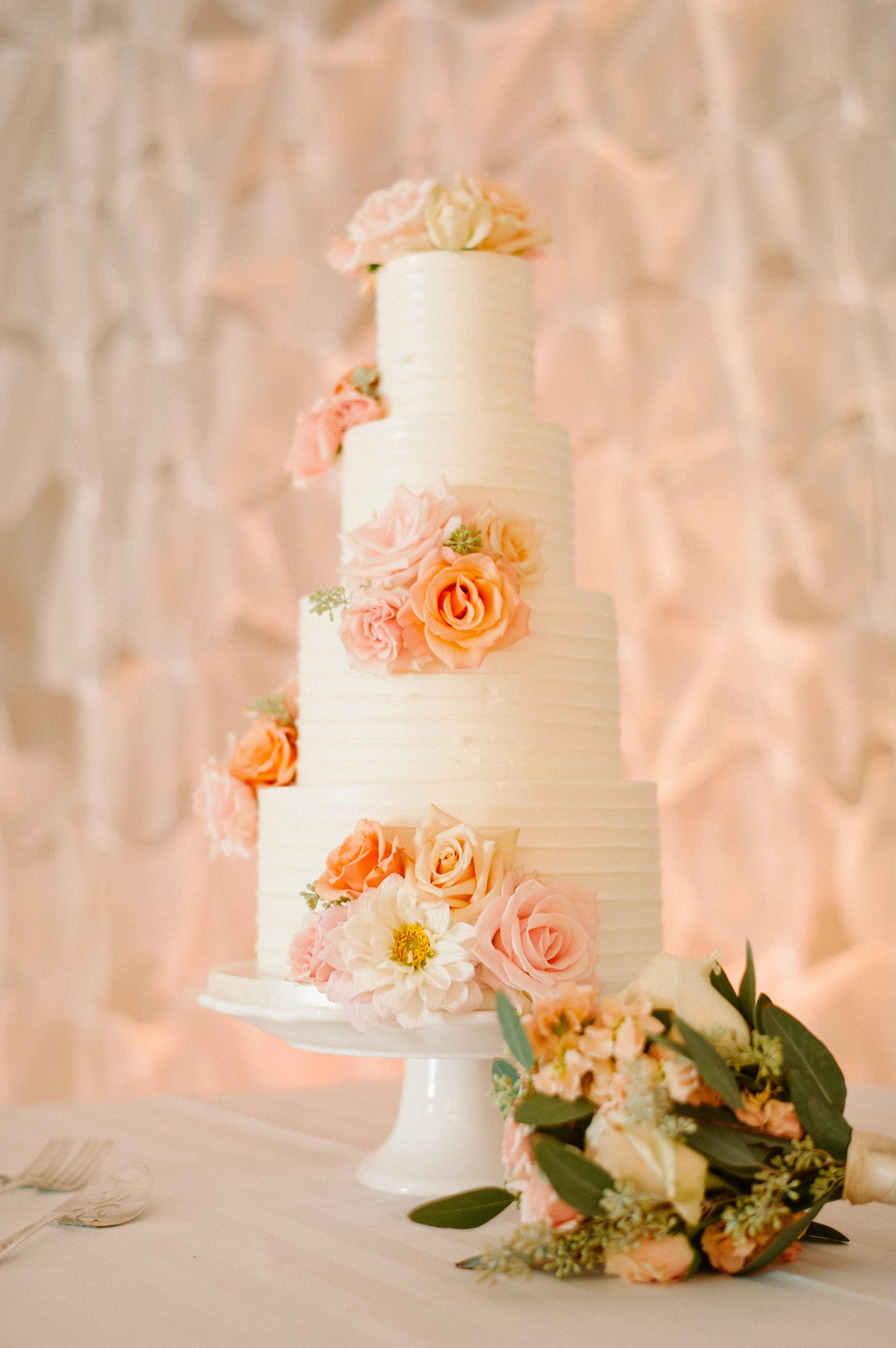 horizontal-textured-buttercream-on-rustic-wedding-cake-sweet-cheeks-baking-acres-of-hope-photography-3-web