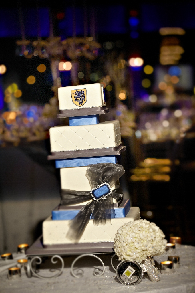 hotel-del-modern-wedding-cake-kendall-john-riedy-photography-683x1024_0