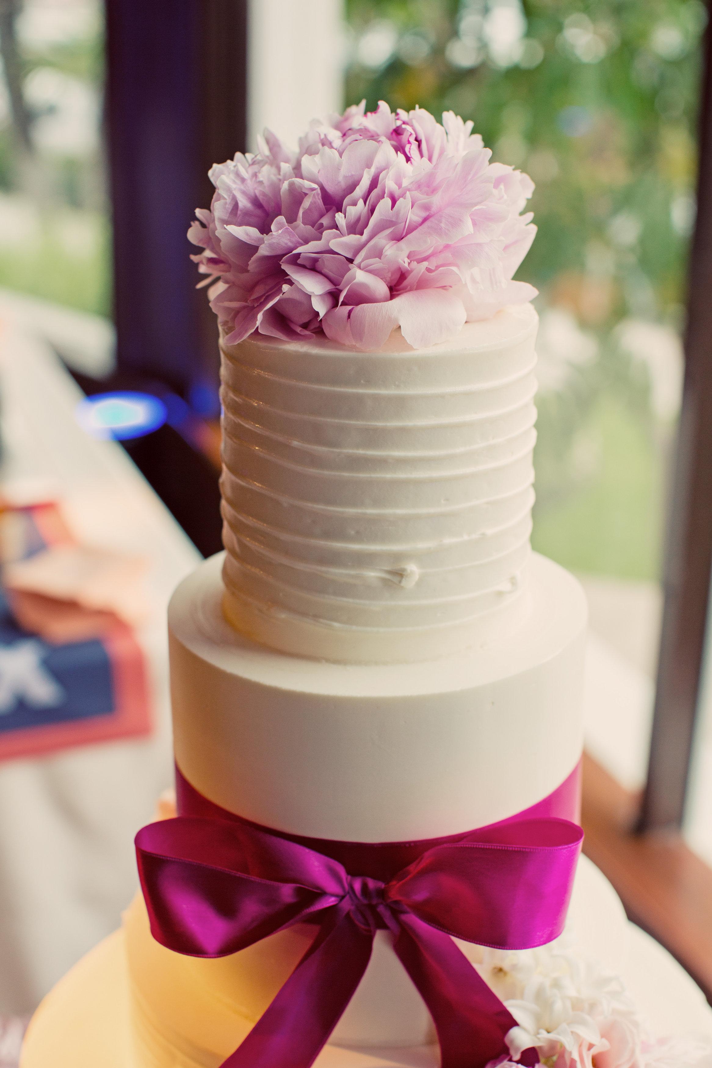 hotel-del-molly-brendan-tall-wedding-cake-justin-lee-photography-7