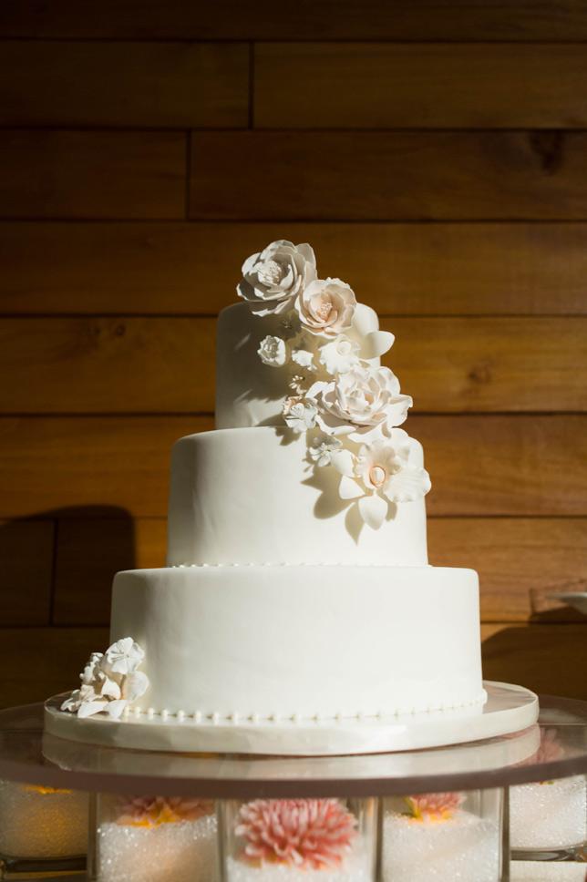 ivory-blush-sugar-flowers-cake-sweet-cheeks-baking-exquistie-weddings-giselle-jon013