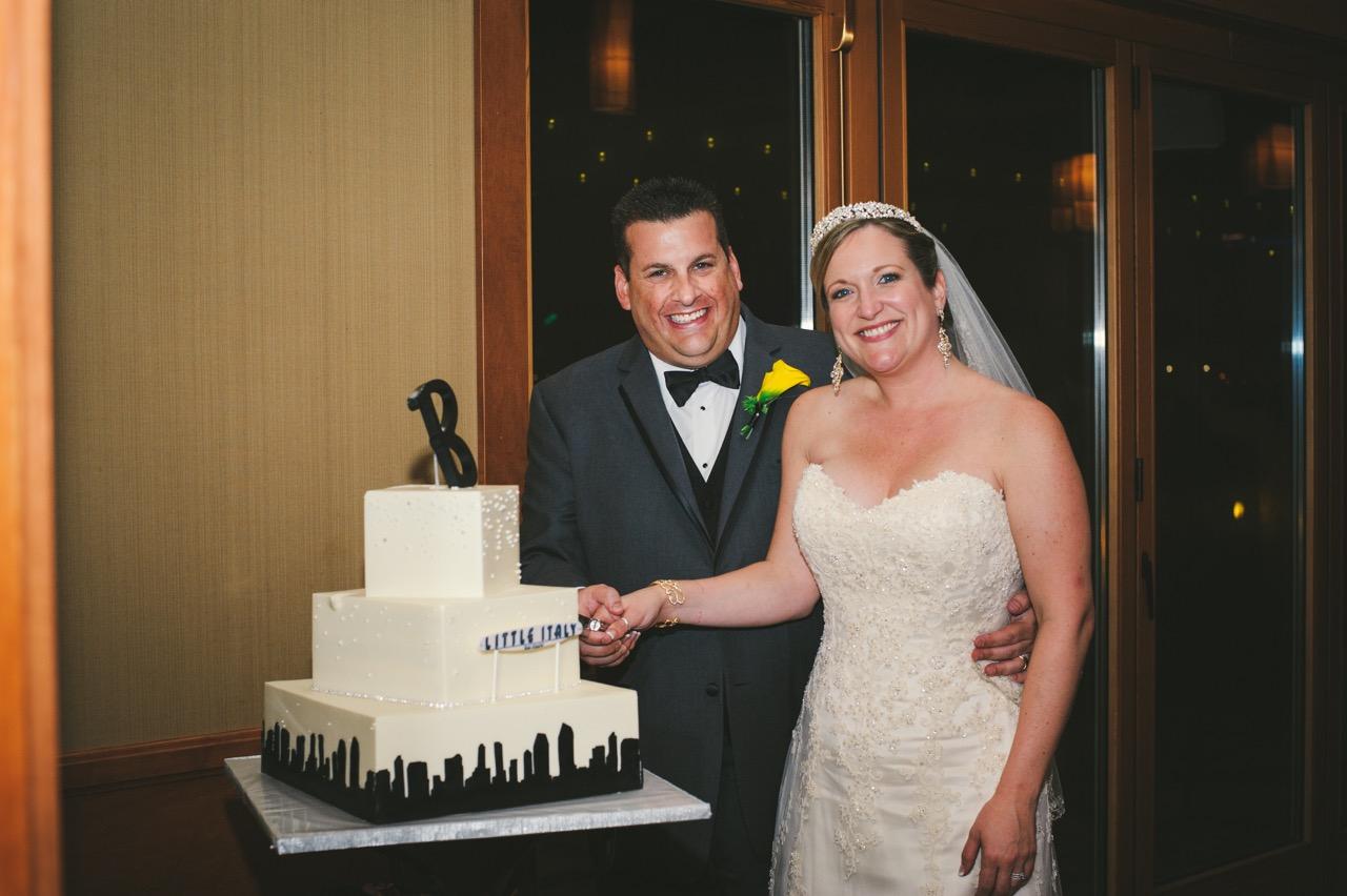 little-italy-sign-wedding-cake-sd-skyline-design-photo-by-walter-wilson-studios-3