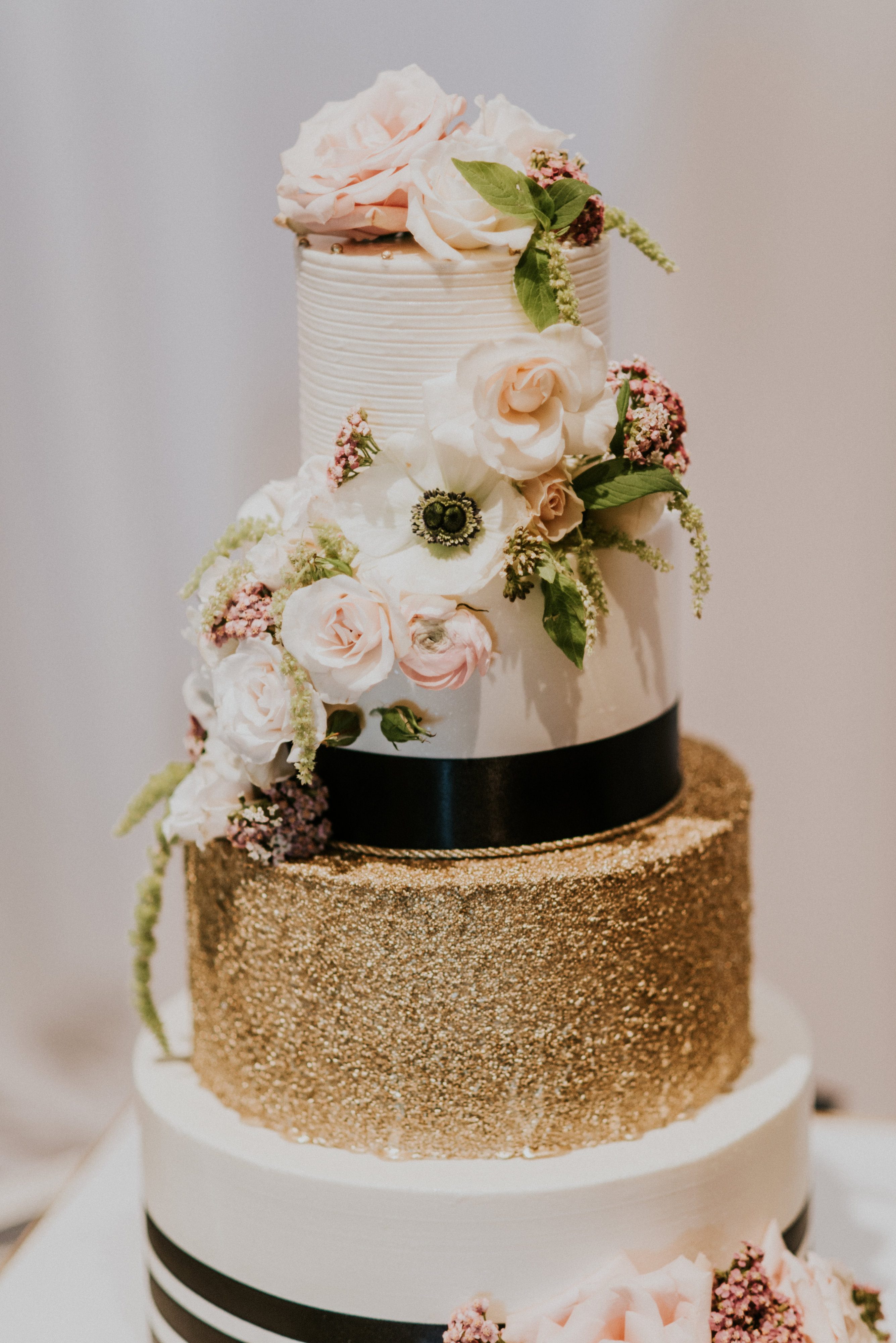 gold & navy cake for military wedding
