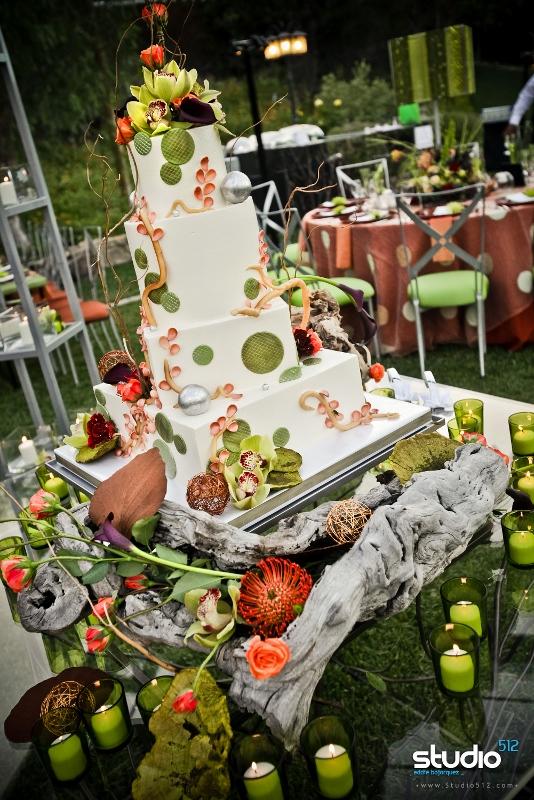modern-branches-wedding-cake-embellishmint-floral-event-design-manzanita-flowers