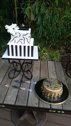 nightmare-before-christmas-wedding-cake-stone-bottle-cap-grooms-cake-sweet-cheeks-baking-co