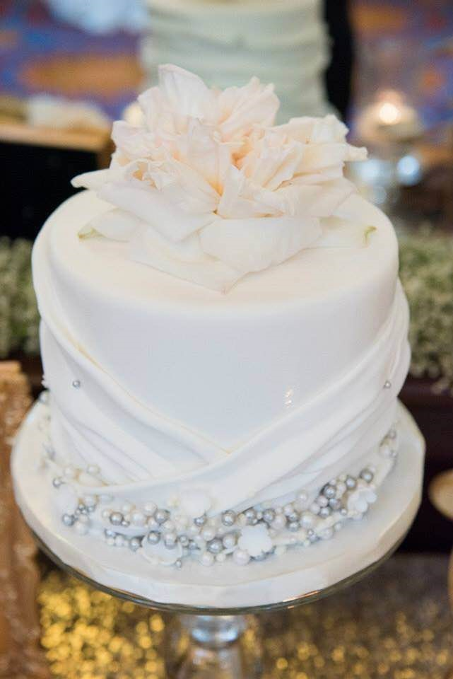 overlapping-pleat-cake-design-with-silver-sugar-pearls-sweet-cheeks-for-cate-kyle-at-la-costa-resort-megelaine-images-photo