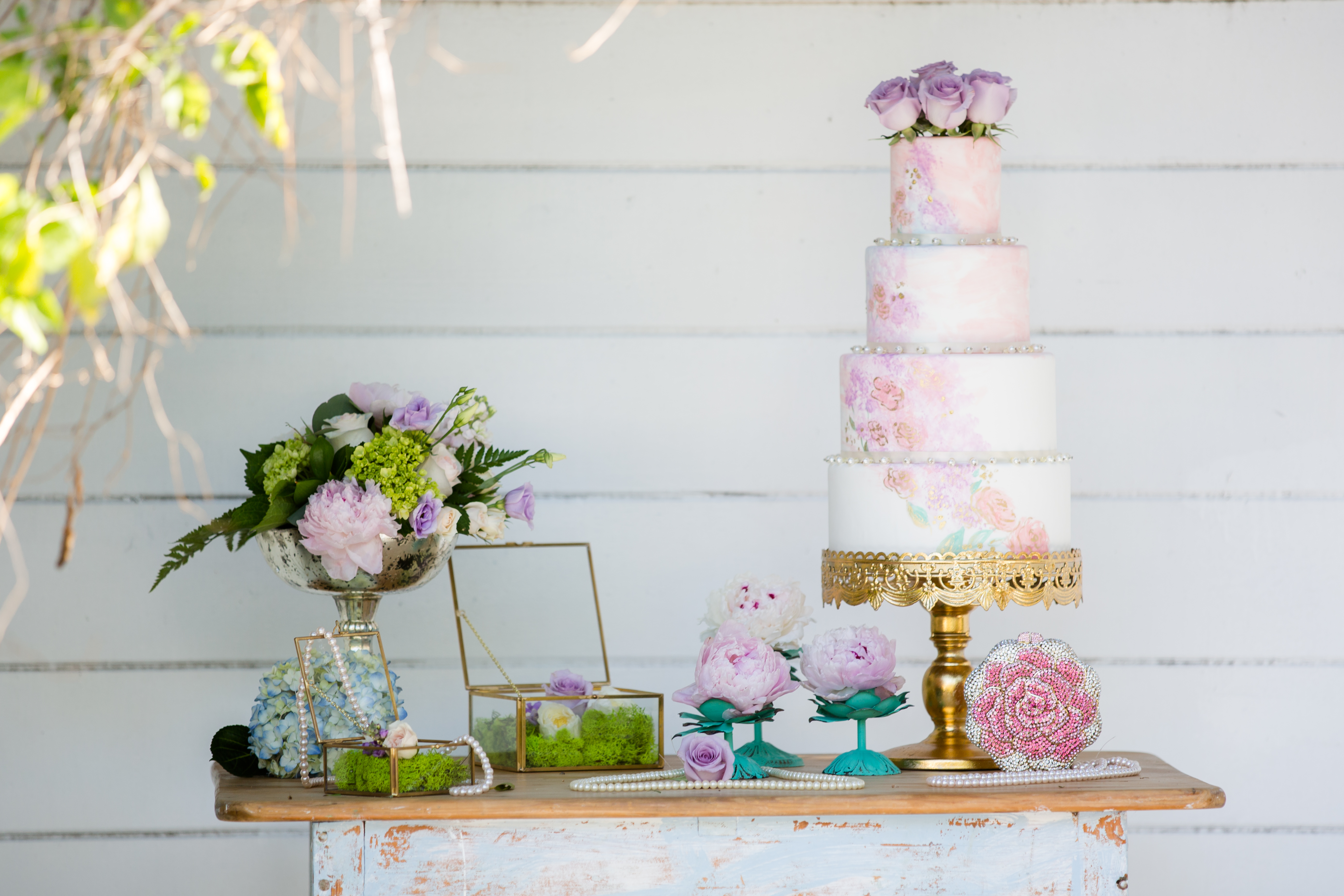 painted-flowers-cake-by-sweet-cheeks-rustic-wedding-sdsw-feature-dap10375