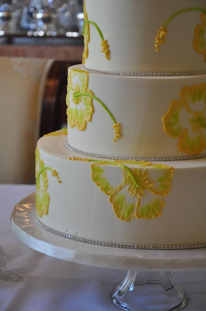 painted-hibiscus-cake-with-rhinestone-680x1024