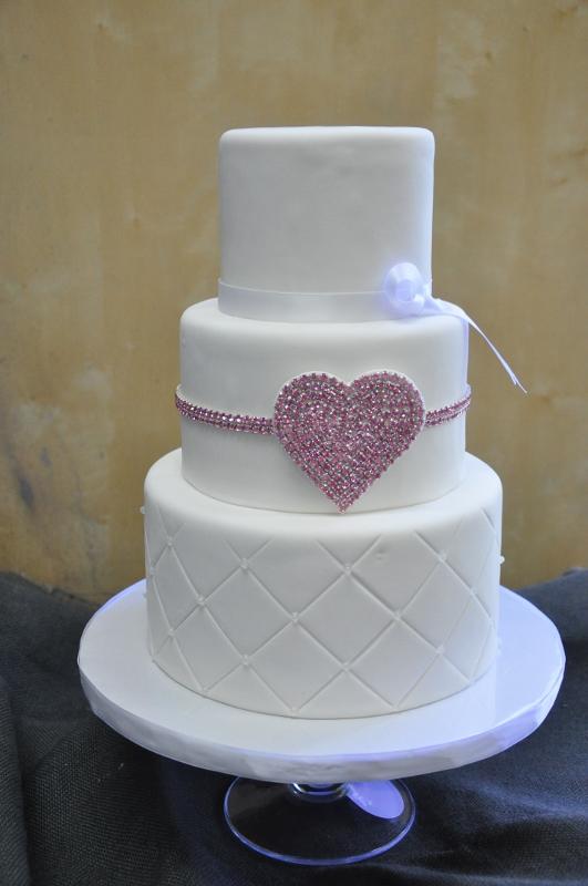 pink-rhinestone-heart-anniversary-cake-2-531x800