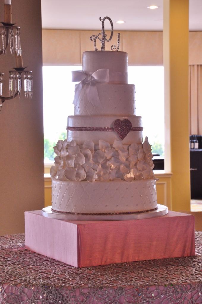 pink-rhinestone-heart-wedding-cake-hotel-del-1-680x1024
