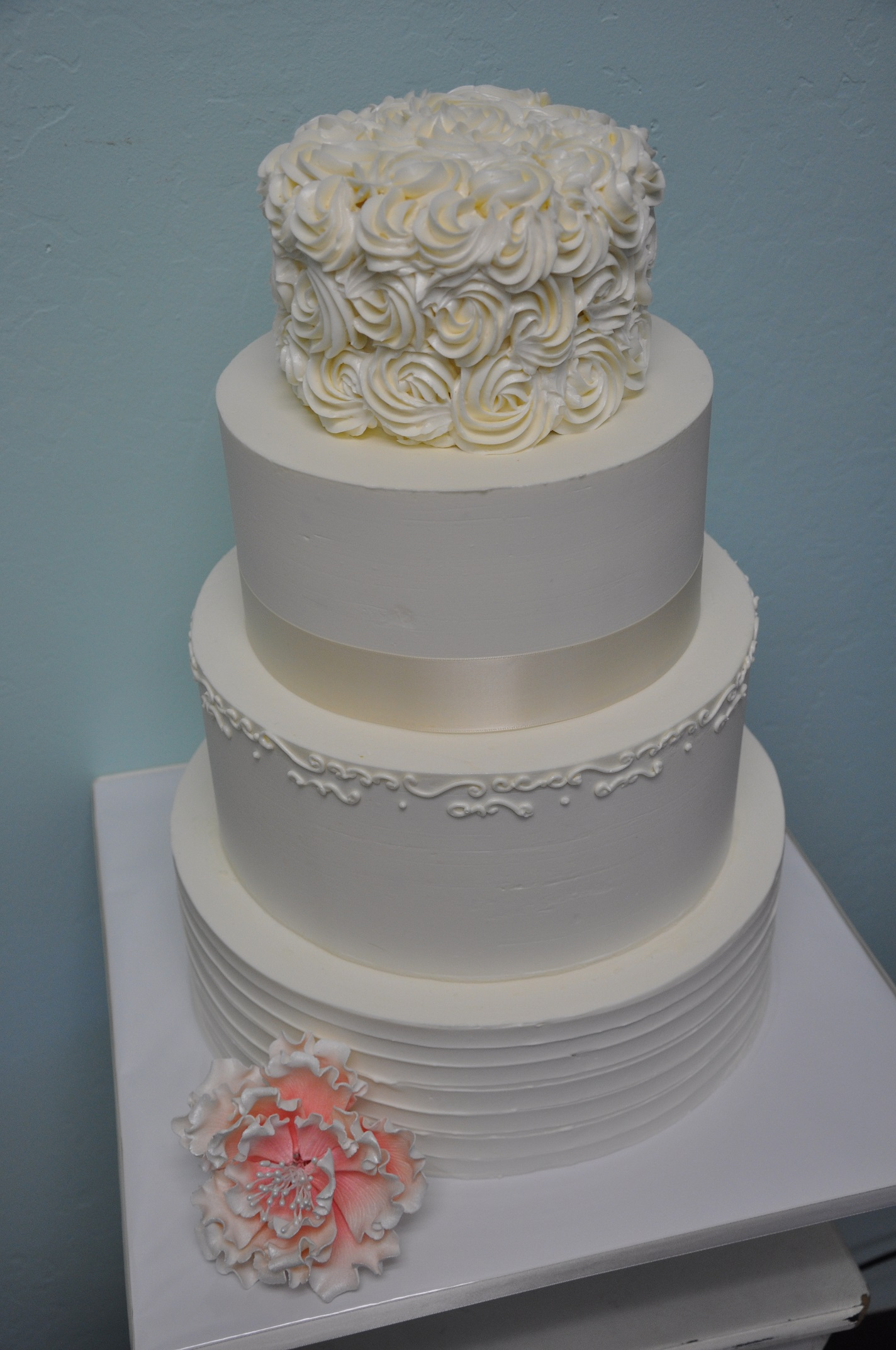 rosette-piping-horizontal-texture-simple-scroll-and-pink-peony-wedding-cake-2