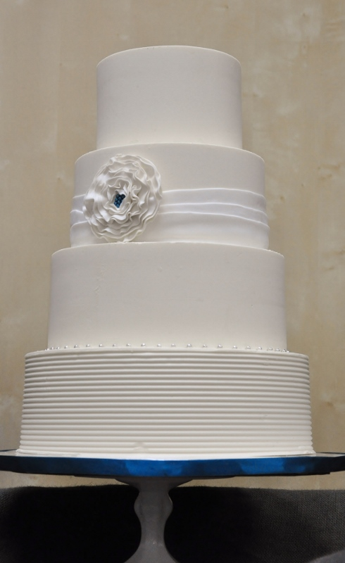 ruffle-flower-with-sapphire-center-wedding-cake-490x800