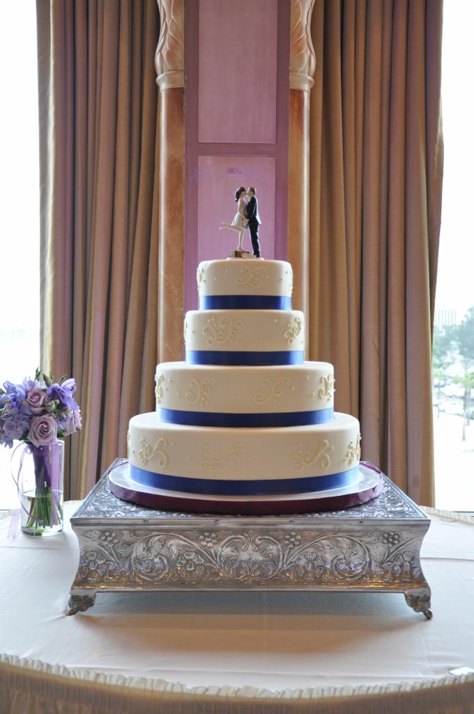 scroll-cake-blue-ribbon