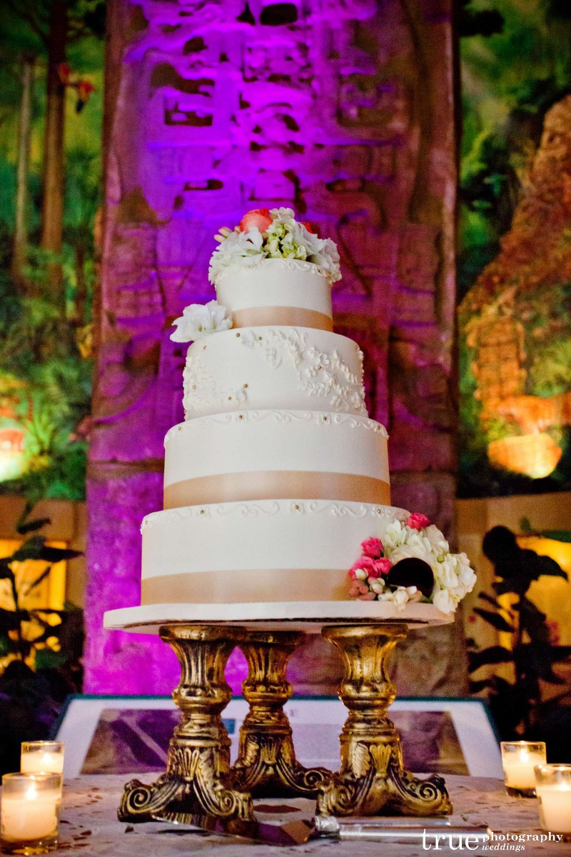 sd-museum-of-art-wedding-cake-by-sweet-cheeks-for-viviana_michael-true-photography