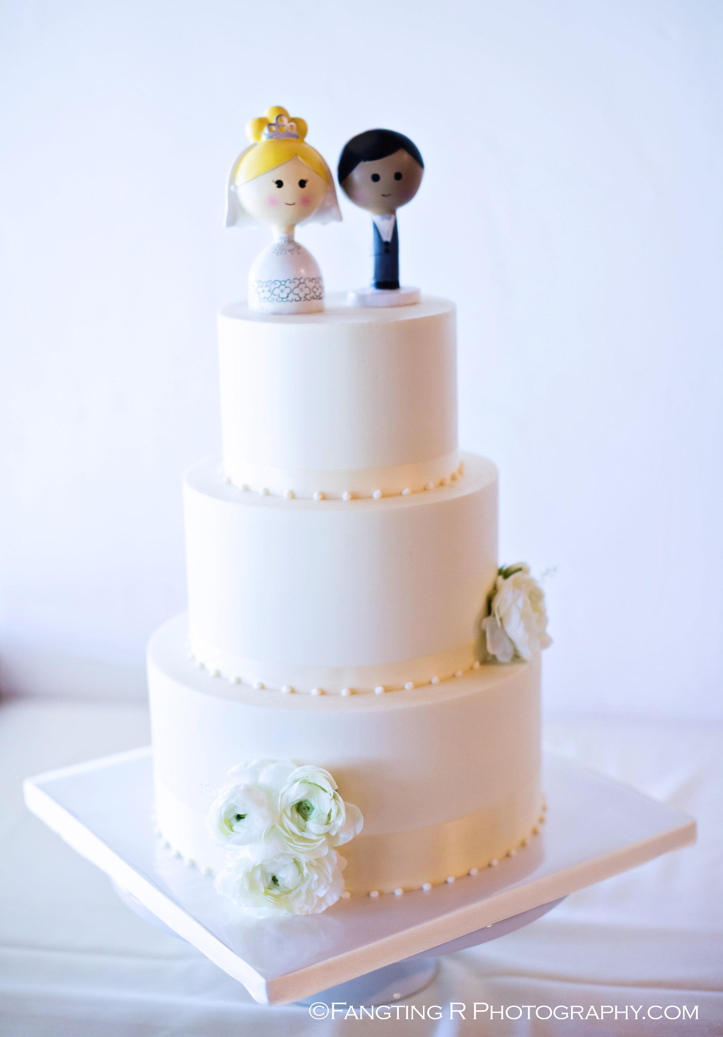 simple-elegance-wedding-cake