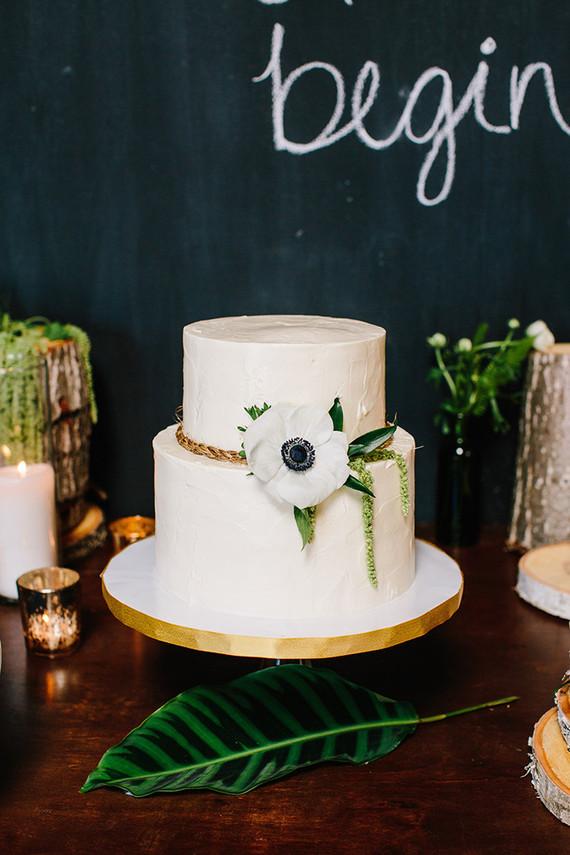 simple-rustic-urban-cake