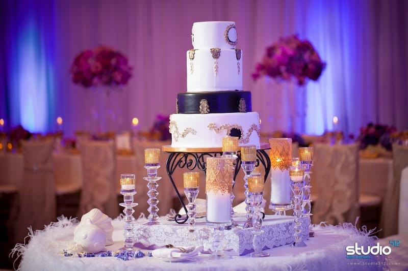 sweet-cheeks-black-white-gold-wedding-cake-studio-512-800x533