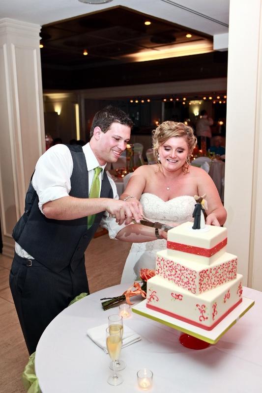 sweet-cheeks-coral-scroll-wedding-cake-lauren-aaron-masterwork-images-4-533x800