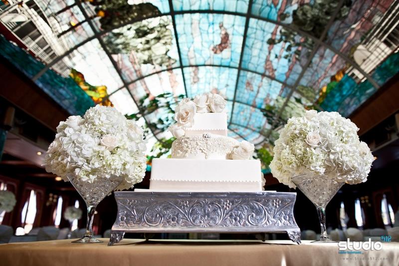 sweet-cheeks-wedding-cake-aboard-wm-d-evansstudio-512-800x533